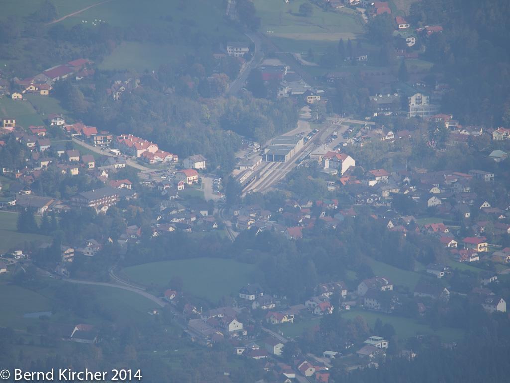 Letzter scharfer Blick auf Puchberg - zu sehen ist hauptsächlich der Bahnhof.